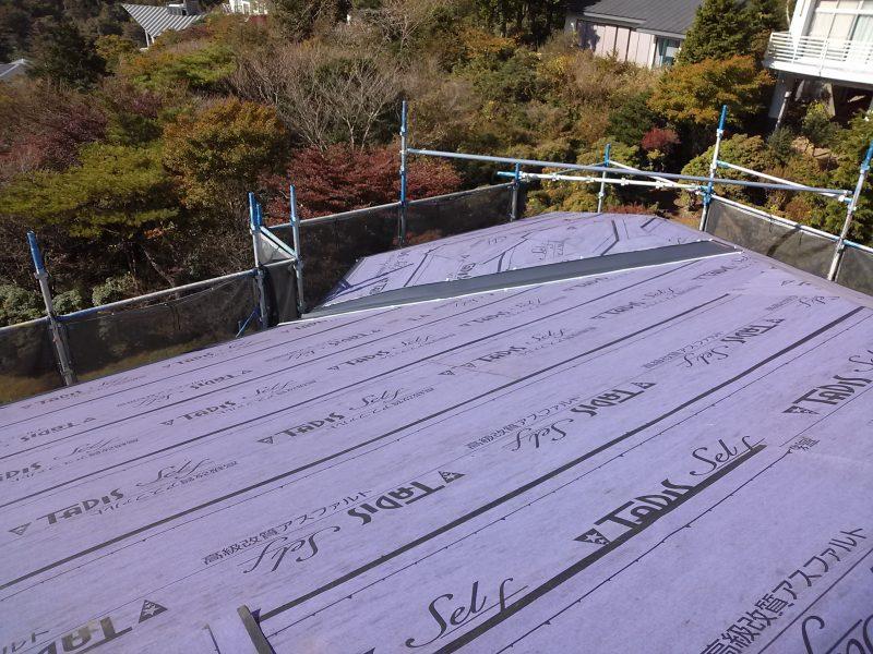 リフォーム施工中屋根重ね葺き工事・外壁塗装工事【14】足柄下郡箱根町N様