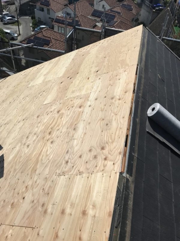 リフォーム施工中屋根重ね葺き工事・外壁塗装工事【135】横浜市港南区S様