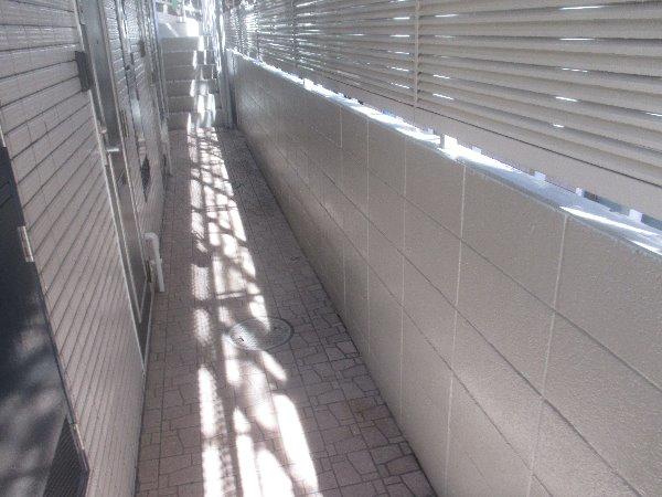 リフォーム施工中屋根重ね葺き工事・外壁塗装工事【102】東京都港区O様邸