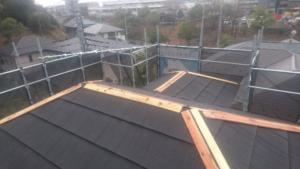 リフォーム施工中横浜市都筑区 屋根重ね葺き、外壁塗装、雨樋交換【149】横浜市都筑区