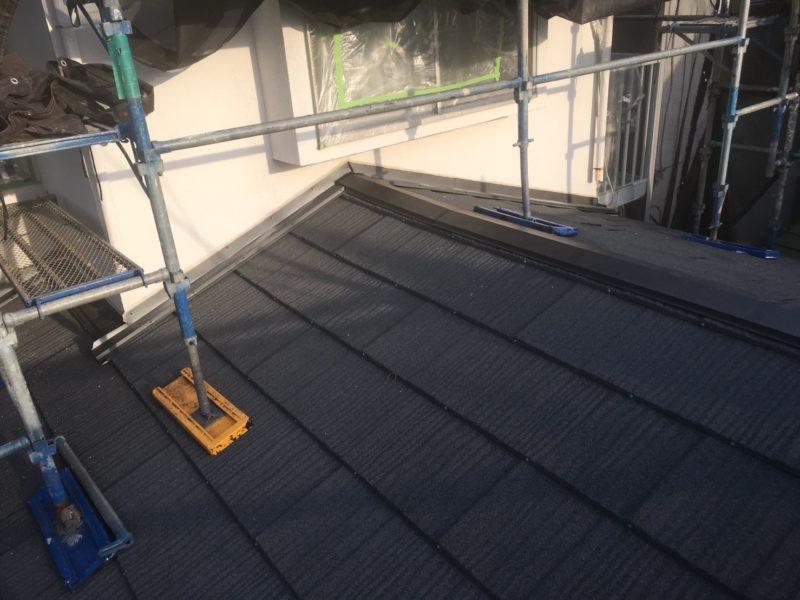リフォーム施工中屋根重ね葺き、外壁塗装、雨樋交換、破風板金工事【159】平塚市M様