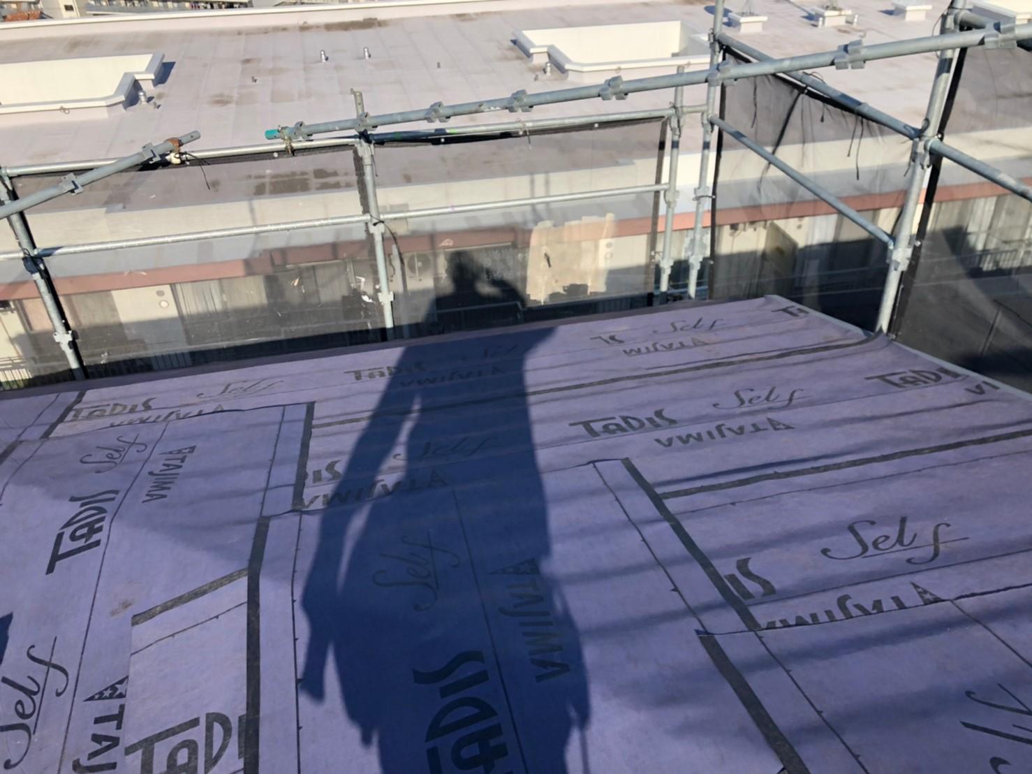リフォーム施工中屋根重ね葺き工事、外壁塗装工事【195】川崎市Y様