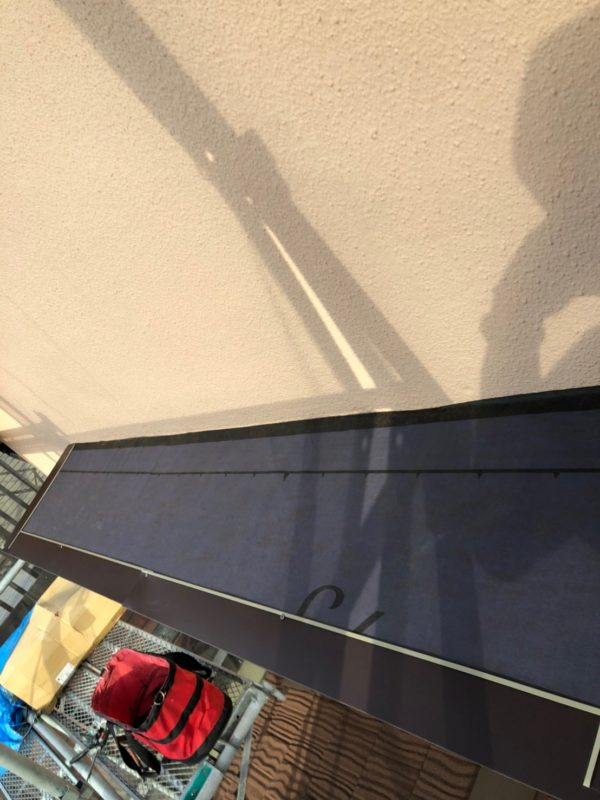リフォーム施工中屋根重ね葺き工事、庇取付工事【208】横浜市青葉区