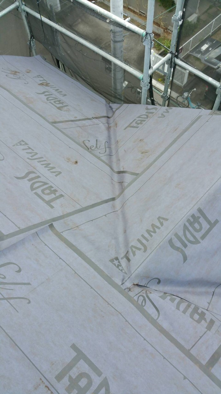 リフォーム施工中屋根重ね葺き工事、外壁塗装工事、雨樋交換工事【221】横浜市都筑区