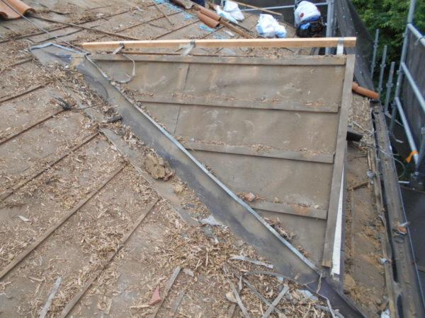 リフォーム施工中屋根葺き替え工事、瓦棒葺き替え工事、庇重ね葺き工事【218】大和市