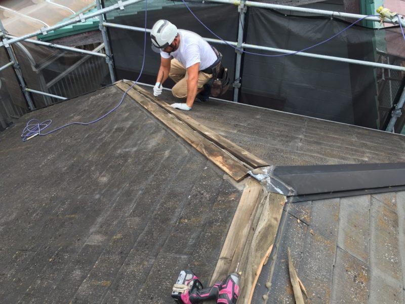 リフォーム施工中屋根重ね葺き工事、雨樋交換工事【236】