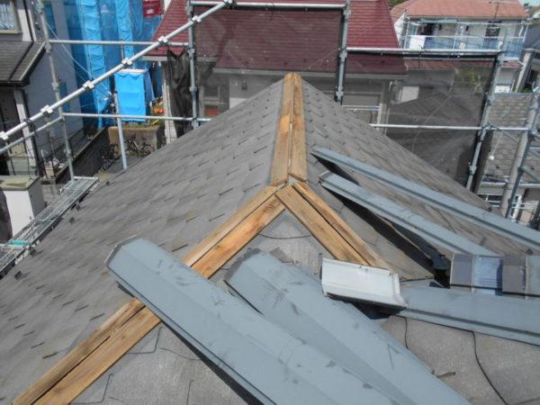 リフォーム施工中屋根重ね葺き工事、外壁塗装工事、雨樋交換工事【239】