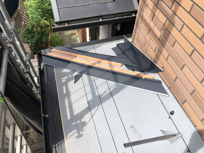 リフォーム施工中屋根重ね葺き工事、太陽光パネル脱着工事【241】