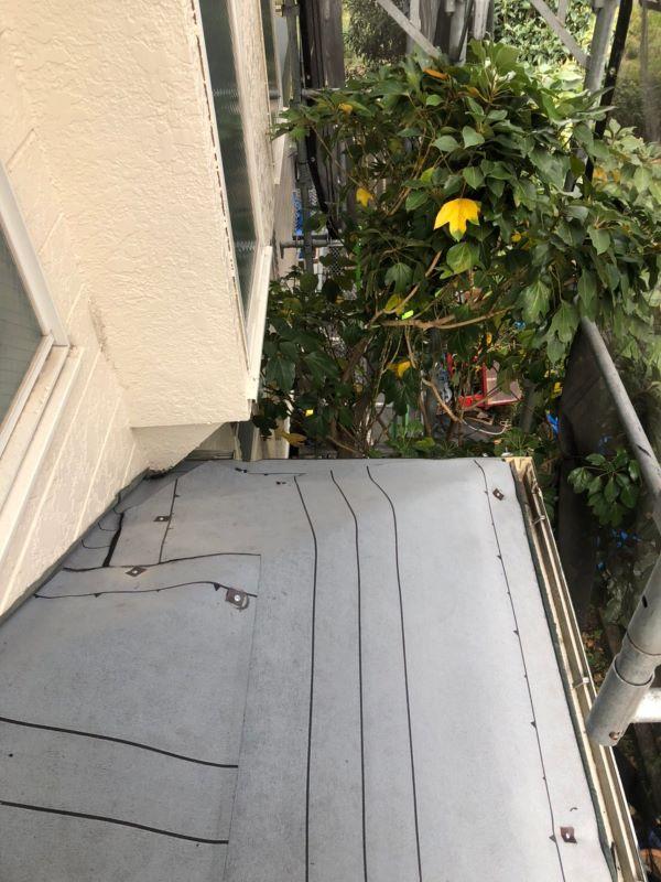 リフォーム施工中屋根重ね葺き工事、雨樋交換工事【244】