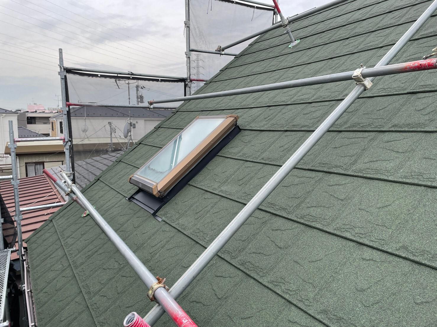 リフォーム施工中屋根重ね葺き工事、部分塗装工事、雨樋交換工事【257】