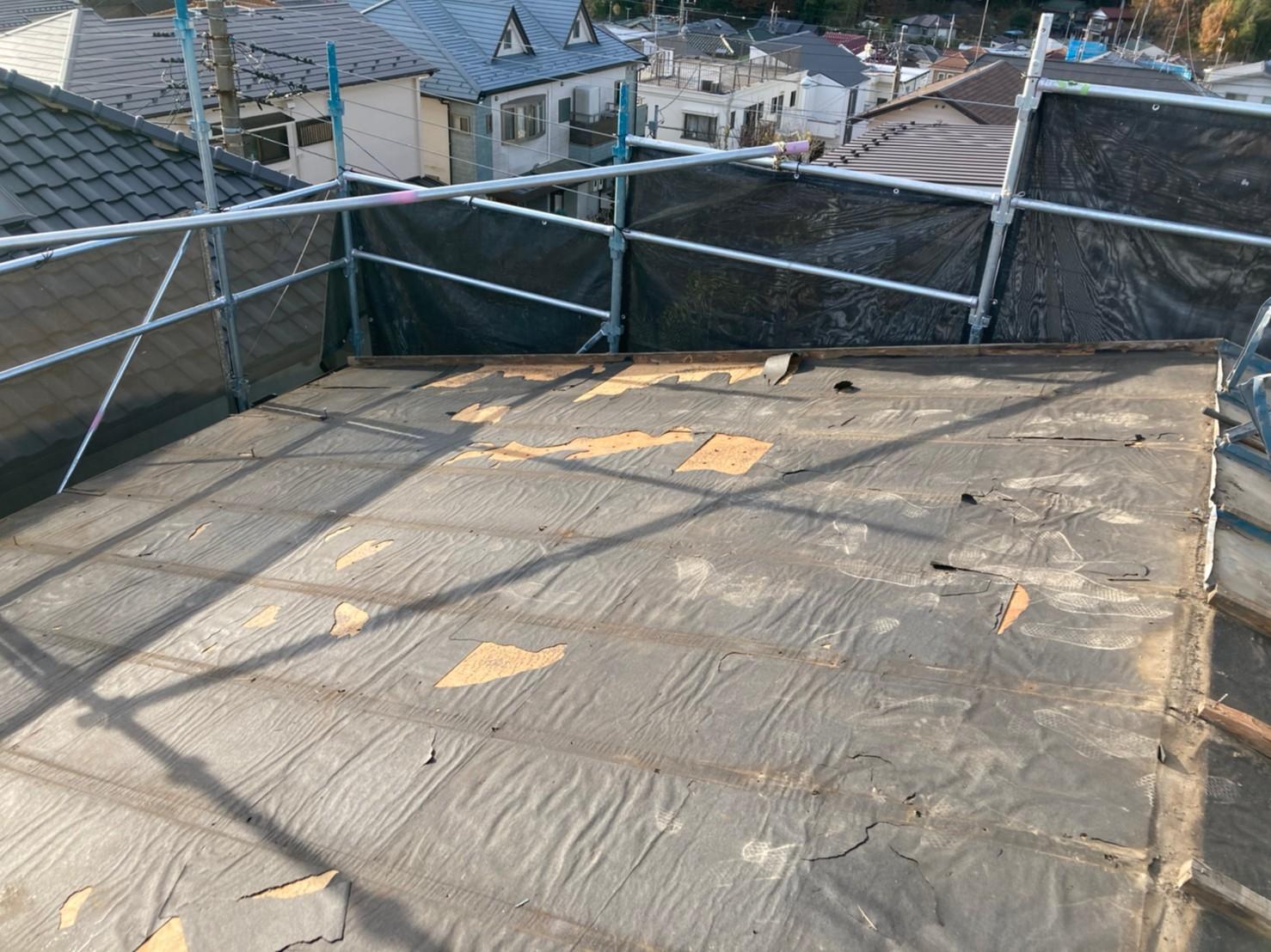リフォーム施工中屋根葺き替え(2重剥がし)工事、遮熱工事、庇・瓦棒葺き替え工事【256】